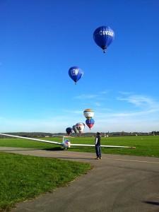 Start der Ballone vom Segelflugzentrum Augsburg